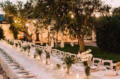 Un matrimonio in Puglia fresco e delicato, dai materiali e dai colori naturali con un favoloso abito da sposa Laure de Sagazan.