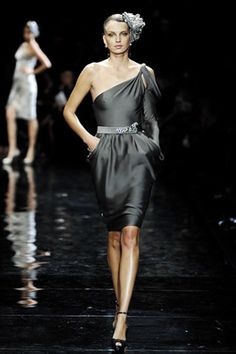 See the complete Armani Privé Spring 2007 Couture collection.