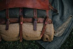Retro-style crossbody/rantz of wool cloth and leather. Inspired by military gear of centuries. Leather Working Patterns, Military Gear, Leather Projects, Canvas Backpack, Leather Backpack, Leather Bags, Canvas Leather, Handmade Bags, Beautiful Bags