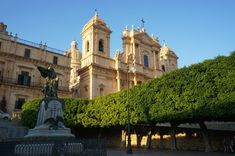 Sicily is currently one of the hottest European summer destinations. Noto, European Summer, Catania, Kirchen, Great View, Sicily, Old Town, The Locals, Barcelona Cathedral