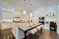 Sell your home fast with these kitchen staging tips from Christine Rae FUNCTION It has to work well. Have a good triangle and install an island, even an Big Kitchen, Kitchen And Bath, Kitchen Ideas, Kitchen Stuff, Kitchen Designs, Kitchen Staging, Kitchen Decor, Home Staging Companies, West Home
