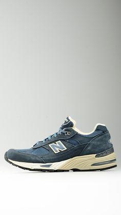 sports shoes 0ede8 0de27 Sneakers blu realizzata in pelle scamosciata e rete mesh, collare e  linguetta imbottiti, sottopiede