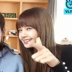 LİSA❤️ Memes Blackpink, Kpop Memes, Blackpink Funny, Memes Funny Faces, Blackpink Lisa, Kpop Girl Groups, Korean Girl Groups, K Pop, Reaction Pictures