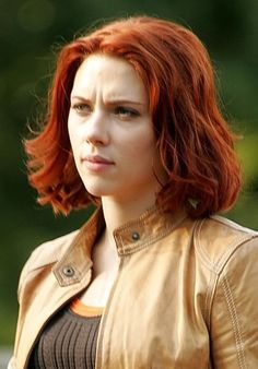 58 Scarlett Johansson Hairstyles, Haircuts You'll Love 2017 scarlett johansson red hair Black Widow Scarlett, Black Widow Natasha, Scarlett Johansson Red Hair, Red Bob Hair, Black Widow Marvel, Lost In Translation, Holly Willoughby, Nicole Kidman, Hairstyles Haircuts