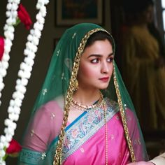 kajra-re: Alia Bhatt, Raazi, - Best Actor in the World Indian Celebrities, Bollywood Celebrities, Bollywood Fashion, Bollywood Actress, Bollywood Style, Alia Bhatt Saree, Alia Bhatt Photoshoot, Aalia Bhatt, Alia Bhatt Cute