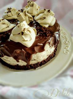 Torta al cacao con camy cream e ganache al cioccocato Italian Desserts, Cheesecake, Pudding, Cream, Baking, Cakes, Food, Charlotte, American Pie