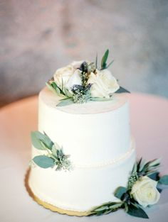 2 tiered cake: http://www.stylemepretty.com/little-black-book-blog/2015/04/23/industrial-italian-chicago-wedding/ | Photography: Clary Pfeiffer - http://www.claryphoto.com/