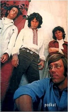 Найдены эксклюзивные фото культового певца Джима Моррисона 1966–го года, где он одет в украинскую вышиванку. Фотографировал Моррисона американский фотограф Гай Вебстер. По легенде эту рубашку Джиму подарил Андрей Уорхол (Andy Worhol),