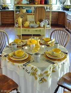 The Little Round Table: Breakfast With Vera - Table Settings