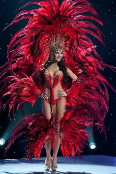 Nick Verreos: Pageant Minute: Miss Universe 2011 National Costumes--The Islands! Carribean Carnival Costumes, Trinidad Carnival, Caribbean Carnival, Rio Carnival Costumes, Carnival Fashion, Carnival Girl, Make Carnaval, Costume Carnaval, Karneval Outfits