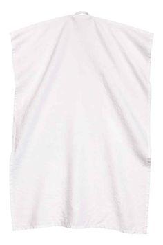 Torchon en lin lavé: QUALITÉ PREMIUM. Torchon en lin. Patte de suspension sur une largeur. Le séchage en machine permet de conserver la souplesse du tissu. En blanc ou gris