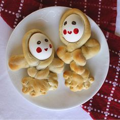 Adorable little Easter dolls made using hard-boiled eggs and frozen dinner roll dough. A fun and yummy Easter craft for your family.