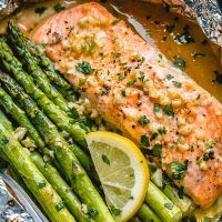 Salmon and Asparagus Foil Packs Recipe with Garlic Lemon Butter Sauce — Eatwel… Salmon Asparagus Foil Wrap Recipe with Garlic Lemon Butter Sauce – Easy Salmon Recipes, Seafood Recipes, Cooking Recipes, Healthy Recipes, Dinner Recipes, Healthy Dinners, Dinner Ideas, Easy Recipes, Weeknight Dinners