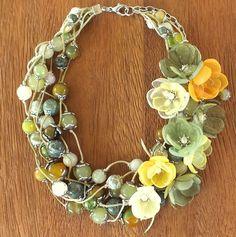 Купить Вальс Солнечного Луга. Колье со съёмным цветочным декором - комбинированный, оливковый, зеленый
