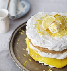 Amazing cake with homemade lemoncurd. With recipe.