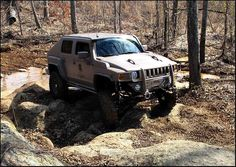 Modified Hummer H3. Oh yes!!!