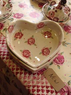 Emma Bridgewater Rose & Bee Heart Shaped Baker for Spring Would love it on the wall between the kitchen and the dining room. Emma Bridgewater Pottery, I Love Heart, Rose Cottage, Shabby Chic Decor, Pretty In Pink, Heart Shapes, Tea Pots, Raspberry, Valentines