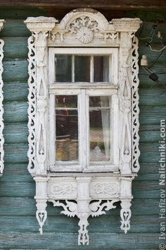 Traditional window frame (Nalichnik) from Egoryevsk, near Moscow, Russia Wooden Architecture, Russian Architecture, Architecture Details, House Windows, Windows And Doors, Old Shutters, Repurposed Shutters, Traditional Windows, Architrave