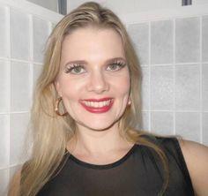 Maquiagem feita pelo Beauty Team da NYX do Shopping Pátio Paulista: pele toda com a linha HD, cílios postiços e Matte Lipstick Pure Red