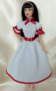 Refined white dress for Barbie. The dress, in one piece, consists of a bodice with puffed sleeves and a wide and long skirt. The hook used point is easy to perform and will allow you to achieve a suitable dress for every occasion. Lengthening the skirt and using only white yarn,