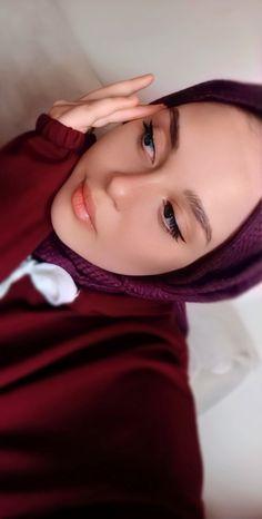 Girl Hijab, Hijab Outfit, Hijab Fashion Inspiration, Style Inspiration, Neon Girl, Hijab Tutorial, Madrid, Nature Photography, Faith