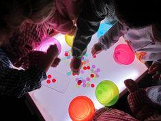 Uno de los recursos que más gusta a los niños/as de mi clase es la mesa de luz . Ya de por sí el comportamiento es muy bueno en este grupo,...