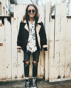 Trendy and cute hipster outfits worth trying this year! Who said the Hipster look wasn't trendy? Check out our hipster outfits guide on how to dress Hipster! Hipster Girl Fashion, Cute Hipster Outfits, Look Fashion, Autumn Fashion, Fashion Outfits, Hipster Girls, Hipster Style, Fashion Clothes, Grunge Hipster Fashion