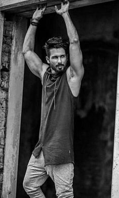 Photography poses for men - Fitness Model Male Photography Ideas – Photography poses for men Model Poses Photography, Photography Jobs, Photography Courses, Professional Photography, Photography Lighting, Photography Magazine, Photography Equipment, Photography Backdrops, Maternity Photography