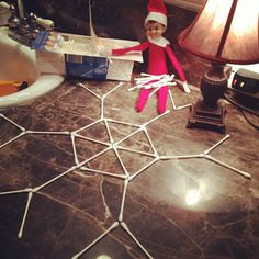 Elf on Shelf makes snowflake with q-tips