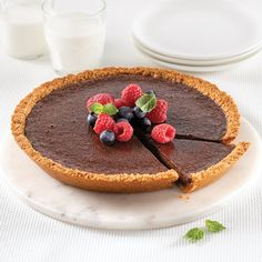 This tart would be just as delicious with milk chocolate or even white chocolate! Biscuits Brownies, Biscuits Graham, White Chocolate, Breakfast, Ethnic Recipes, Desserts, Macaronis, Discovery, Organize