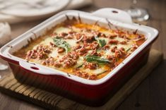 Lasagna, is undeniable delicious in any iteration. Roasted vegetable lasagna, butternut squash lasagna even Instant Pot ground beef and sausage lasagna — there are millions of great recipes out there to suit every palate. Roasted Vegetable Lasagna, Pizza Legume, Turkey Lasagna, Sausage Lasagna, Butternut Squash Lasagna, Homemade Marinara, Ground Turkey Recipes, Savory Breakfast, Different Recipes