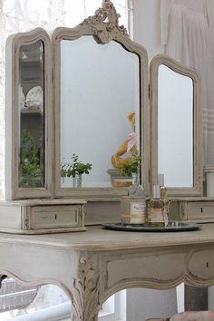 Antique Vanity, love the mirrors~❥