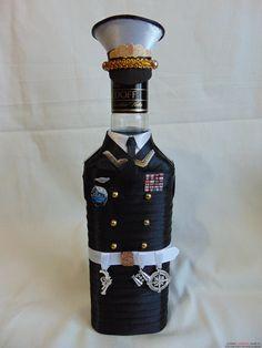 Оригинальный декор бутылки к 23 февраля. Фото №1