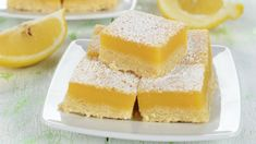 Looking for something sweet and refreshing that uses Duncan Hines Lemon Supreme Cake Mix? Try these tangy Lemon Bars. Mini Desserts, Summer Desserts, Sweet Light, Vegan Lemon Bars, Banana Madura, My Favorite Food, Favorite Recipes, Magic Recipe, Cake & Co