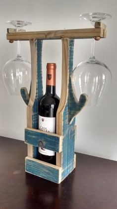 DIY reclaimed wood wine bottle and glass caddy – DIY projects for everyone! Cool Woodworking Projects, Woodworking Furniture, Wood Projects, Diy Furniture, Bedroom Furniture, Unique Wine Racks, Wood Wine Racks, Wine Rack Inspiration, Wine Rack Design