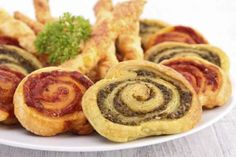 A sheet of puff pastry, some pesto — red and green to mix it up — and voila... a little appetizer re... - Gourmandize