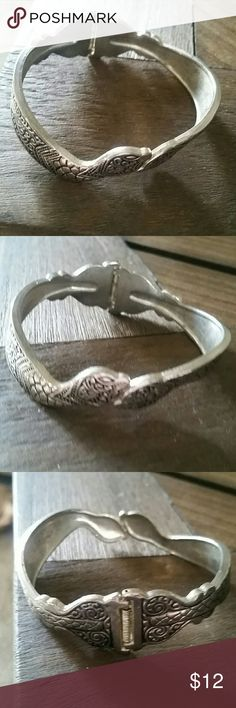 HOLD for Vivian! Snake Bracelet Cute snake bracelet with clasp. EUC Vintage Jewelry Bracelets