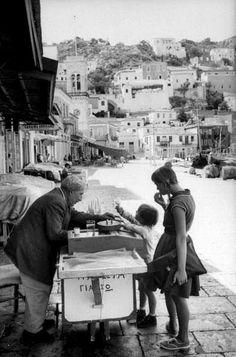 James Burke, Οκτώβριος 1960, παγωτατζής στην Ύδρα.