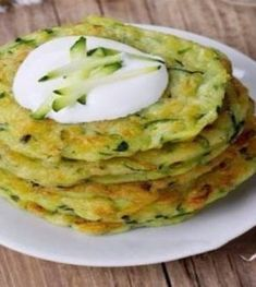 Using the recipe below you can make the most savoury pancake ever. It is my family's number one food this summer! Vegetarian Recepies, Vegan Recipes, Cooking Recipes, Dessert For Dinner, Ketogenic Recipes, Healthy Cooking, Summer Recipes, Food And Drink, Yummy Food