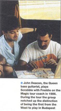 John Deacon and Freddie Mercury playing scrabble - Magic Tour Freddie Mercury Quotes, Queen Freddie Mercury, Brian May, I Am A Queen, Save The Queen, Ringo Starr, George Harrison, John Lennon, Roger Taylor