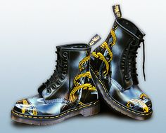 These boots were part of an exclusive series created for Dr Martens to promote and market their 1995 season of new products. Funky Shoes, Colorful Shoes, Kinds Of Shoes, Stylish Boots, Sexy Boots, Doc Martins Boots, Dr Martins, Botas Dr Martens, Doc Martens Style