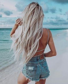 heard today that they are coming out with 230 new emojis 😱 so far I'm most excited about the sloth emoji 🙌🏽 Summer Hairstyles, Pretty Hairstyles, Blonde Hair Looks, Beach Hair, Dream Hair, Blonde Balayage, Hair Pictures, Hair Goals, Hair Inspiration
