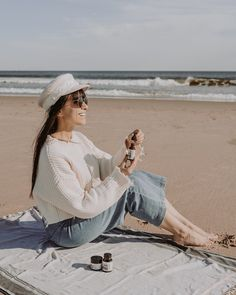 How do influencers make money? How can I make money while I travel the world? This post includes 17 different income streams, including passive income, that influencers use to make a living while they travel #influencer #instagraminfluencer #travelblogger Bali Honeymoon, Income Streams, Instagram Influencer, Passive Income, How To Make Money, Blog, Travel, Beauty, Fashion