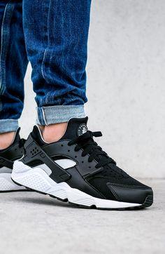 058ea1b57 Nike Air Huarache SE  Black Wolf Grey