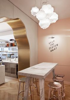PARIS – After frequenting the first Noglu restaurant – a chain whose philosophy is 'gourmet gluten-free' – designer Mathieu Lehanneur whipped up a fitting interior for the Rue de Grenelle outpost. Positioned among specialist fine-food stores, Lehanneur's incarnation blends indulgence with hominess.Luxurious materials such as marble and quartz – which also represent the 'purity' of a gluten-free diet – meet tactile furnishings. Customers can nestle into grey velvet cushions on a banquette, or…