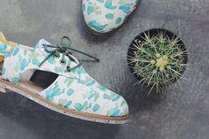 Alma de Pretinha - A Insectashoes nasceu em Porto Alegre e usa peças de roupa garimpadas em brechós do Brasil e do mundo para transformá-las em sapatos vegan-frendily.