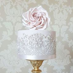 """Polubienia: 51, komentarze: 1 – Cake Couture by Susan McEvoy (@cakecoutureuk) na Instagramie: """"Ciao everyone!  We'll be announcing our giveaway tomorrow so this is your last 24 hours to join…"""""""