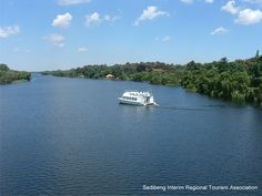 Cruising on the Vaal River. We caravan need there with 4 other families. Had our boat and 2 jet skis and Sarel had his boat too! Heavenly Places, Wonderful Places, Kwazulu Natal, Sport Fishing, The Province, Oceans, Waterfalls, Rivers, Day Trips