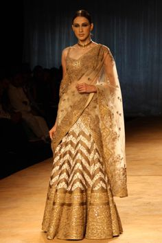 New Delhi India Couture Week 2014 Rimple and Harp-270457.jpg (900×1350)