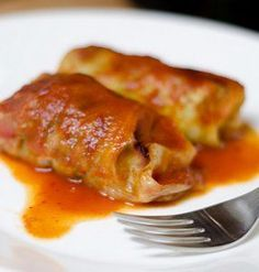 So Easy Stuffed Cabbage Rolls - Stuffed with ground beef, onions, rice and a secret ingredient you wouldn't typically expect from a stuffed cabbage recipe, these So Easy Stuffed Cabbage Rolls come together in a jiffy to give you one of the most delicious Cabbage Recipes, Beef Recipes, Cooking Recipes, Cooking Tips, Healthy Cooking, Eating Healthy, Healthy Recipes, Easy Cooking, Healthy Foods